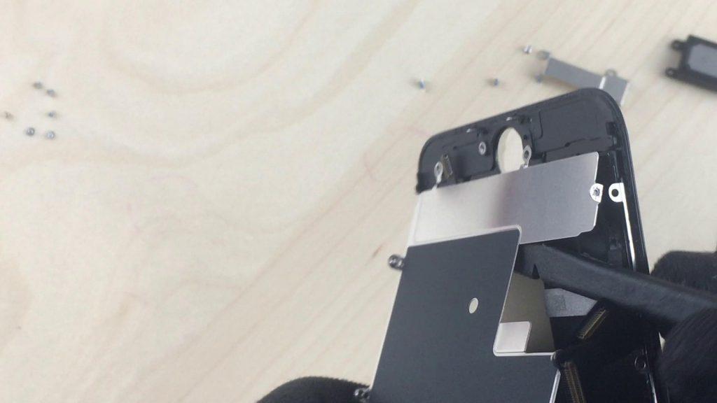 Remplacez l'écran de l'iphone7 et retirez le couvercle de protection