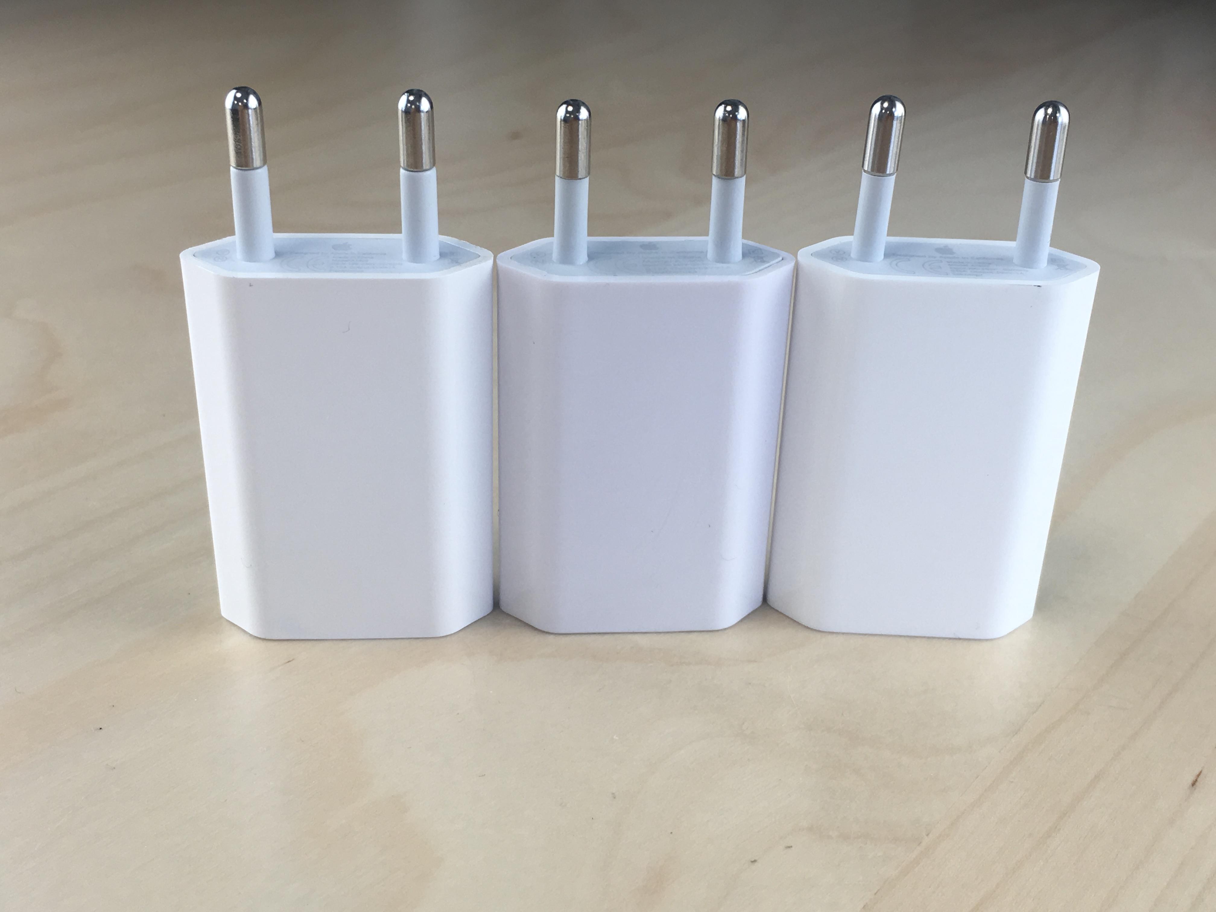 reconnaître un faux chargeur iPhone avec des différences visuelles