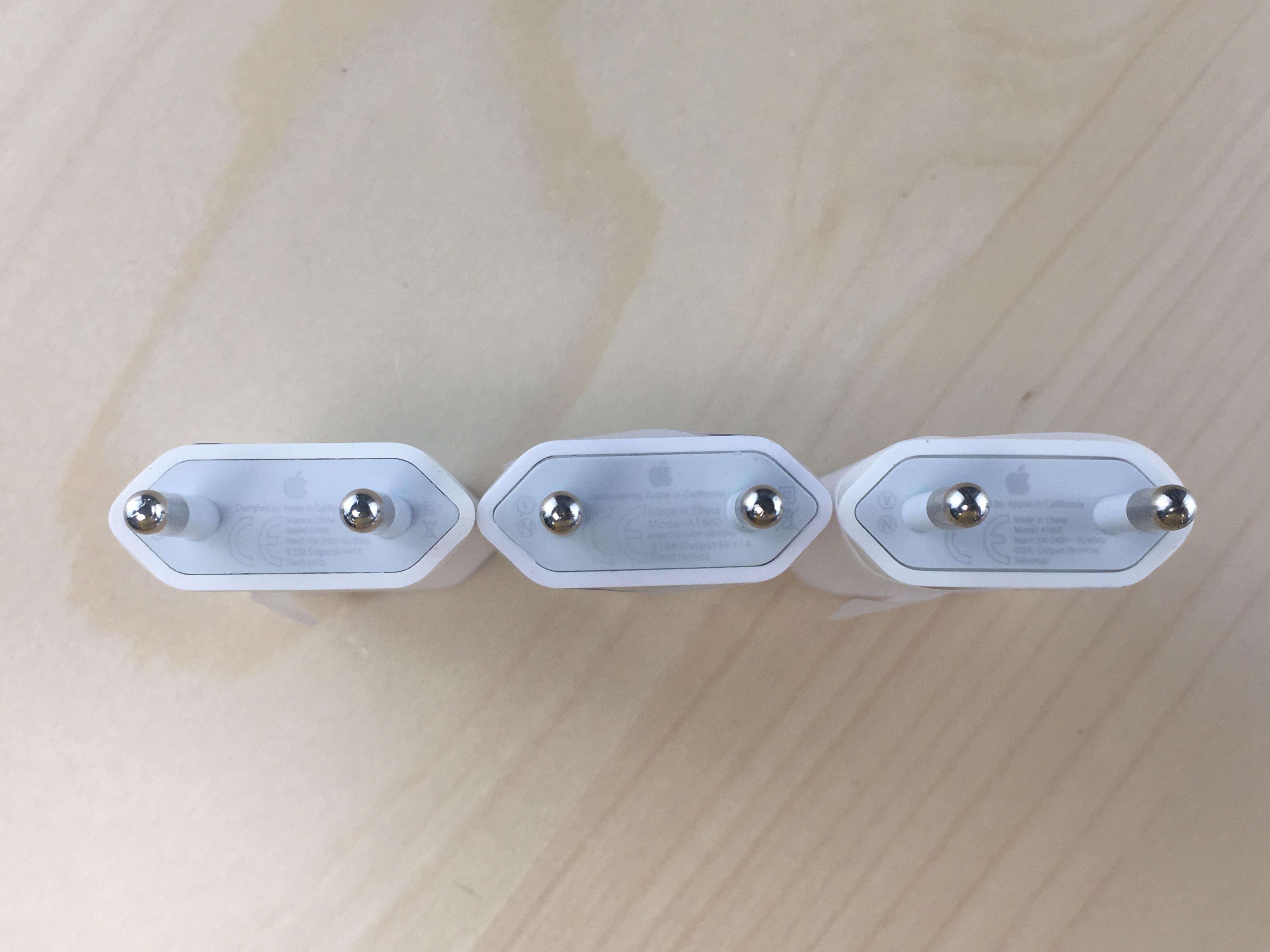 reconnaître un faux chargeur iPhone en regardant les inscriptions techniques