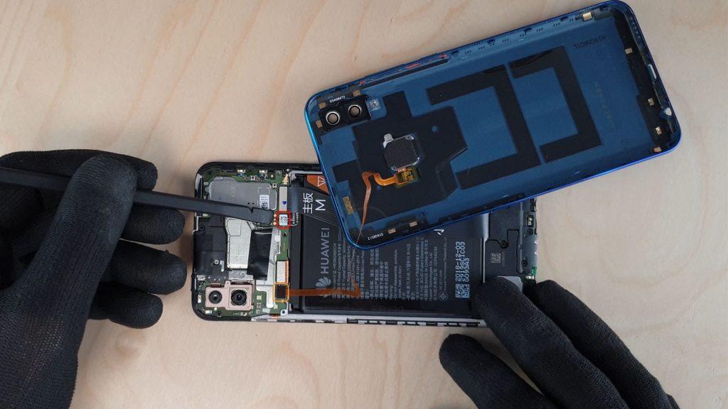 Déconnectez la batterie pour effectuer le démontage du p smart 2019