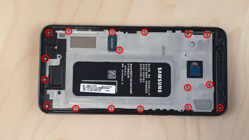 démonter le Samsung J6+ en dévissant la coque arrière