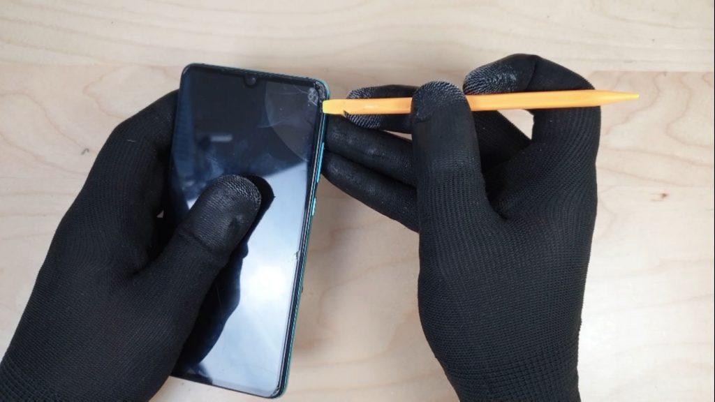 changer l'écran d'un Huawei P30 en retirant la vitre de protection