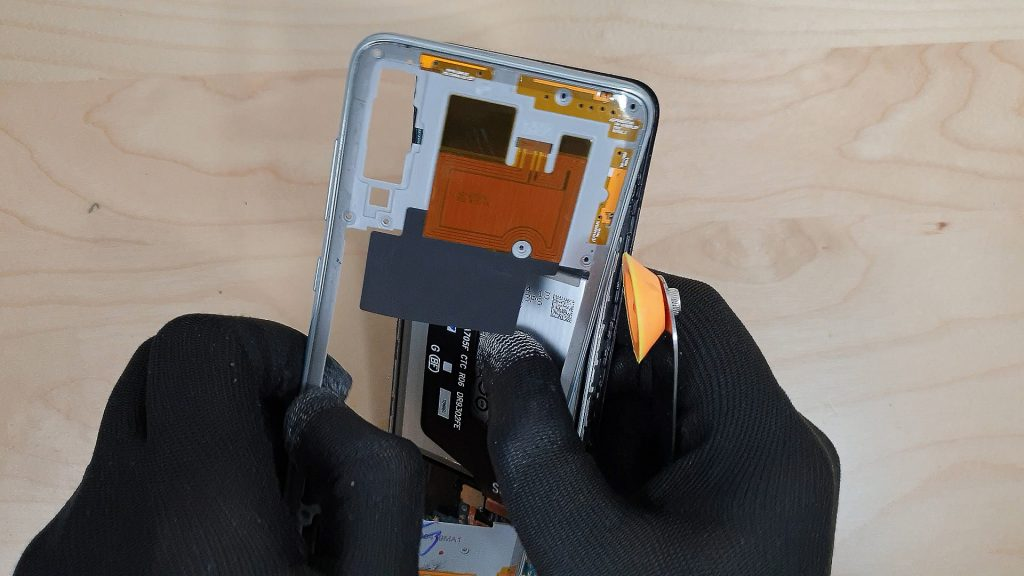 reparer un Samsung a70 tombé dans l'eau deposant le chassis central