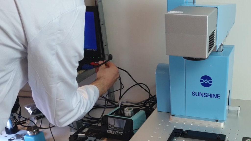 Sunshine SS-890b  un laser pour réparer un iPhone X connexion ordinateur